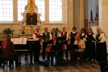 """Korluren m/ musikere framfører """"Himmelbrevet"""" i St.Pauls Chapel i NY"""